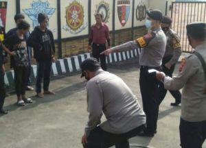 Kumpul di Lapangan Sambil Tenteng Senjata Tajam, Belasan Pelajar di KBB Diamankan Polisi