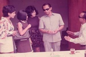Warganet Unggah Foto Kemesraan Soekarno dan Kerennya Gaya Ali Sadikin