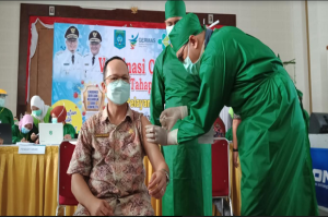 Ribuan ASN Bangka Tengah Ikuti Vaksinasi Massal