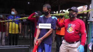 Rekonstruksi Pembunuhan Sekeluarga di Rembang Diwarnai Teriakan Histeris