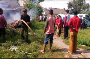 Gegara Bakar Sampah, Gudang Warga Ikut Terbakar