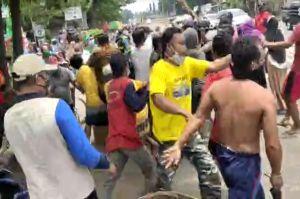 Seorang Polisi Terluka, Massa Nekat Ambil Paksa Jenazah Probable COVID-19