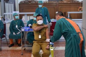 Vaksinasi COVID-19 Massal Mulai Sasar ASN Pemprov Jabar