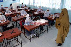 Sekolah di Wilayah Zona Aman Karawang akan Belajar Secara Tatap Muka
