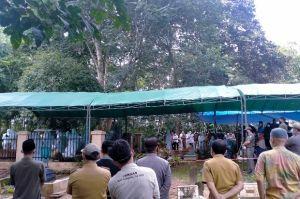 Tangis Pilu Pecah saat Bupati OKU Kuryana Azis Dimakamkan dengan Protokol COVID-19