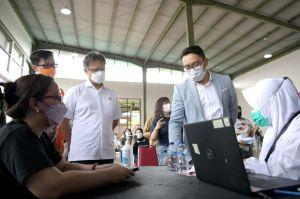 Ridwan Kamil-Menkes Budi Gunadi Tinjau Vaksinasi COVID-19 di Taman Kota