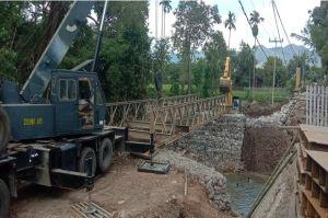 Jembatan Telah Terpasang, Warga Desa Bolo-Rade, Bima NTB Kembali Tersenyum
