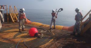 Laut Ciparage Kembali Tercemar Minyak Pertamina, Nalayan Karawang Resah