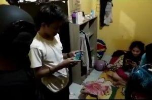 Asyik Berhubungan Seks di Dalam Kamar Kos, 2 Pasangan Muda-mudi Digerebek Tim PRC