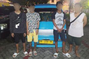 4 Pria Nekat Judi di Dalam Angkot, Tak Berkutik Saat Diringkus Tim Paniki