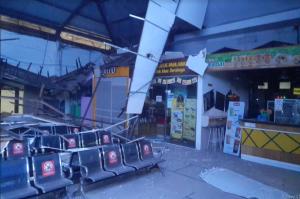 Atap Ruang Tunggu Stasiun Pasar Turi Ambrol, Tidak Ada Korban Jiwa