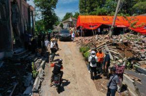 Pos Indonesia Salurkan Bantuan untuk Korban Bencana Bumi di Lumajang