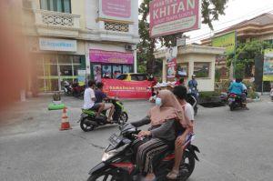 Rumah Sunat dr Mahdian Gelar Ramadhan Ceria dengan Berbagi Takjil Gratis