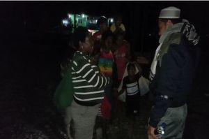 Pasukan TNI-Polri Jaga Warga Ilaga yang Mengungsi Akibat Kontak Senjata dengan KKB