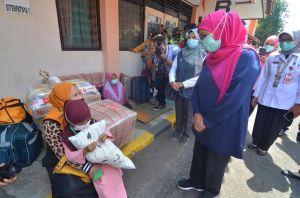 Tangis Kartini PMI Asal Jateng Pecah saat Bertemu dan Berdialog dengan Gubernur Jatim