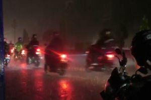 Pos Penyekatan di Karawang Berhasil Ditembus Ratusan Motor Pemudik karena Hujan Deras