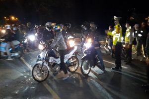 Terobos Penyekatan di Tasikmalaya Ratusan Pemotor Diputar Balik, Adu Mulut Tak Terelakkan