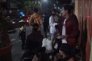 Dini Hari, Kerumunan Warga di Warung Lesehan Mojokerto Dibubarkan Petugas