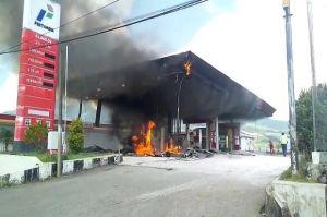 Kebakaran Hebat Landa SPBU mena, Warga Panik Lari Tunggang Langgang
