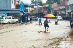 Sungai Batu Gagak Meluap Kota Parapat Dilanda Banjir