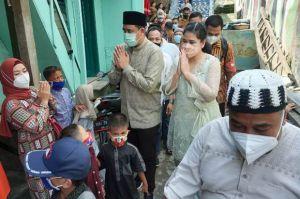 Hari Raya Idul Fitri, Bobby dan Kahiyang Temui Warga Terdampak Banjir Sungai Deli