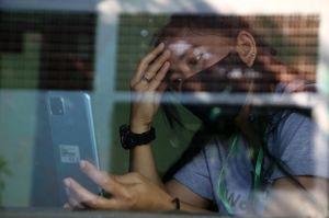 Tangis Pecah di Bilik Karantina, Para Pahlawan Devisa Memedam Rindu di Hari Kemenangan