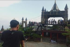 Dilengkapi Villa, Wisata Kastil Herry Potter di Kuningan Jadi Daya Tarik Pelancong