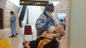 Tiba di Bandara Depati Amir, Penumpang Langsung Swab Antigen