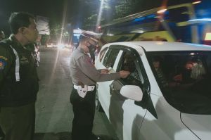 Tak Ada yang Lolos, Kendaraan dari Kuningan ke Cirebon Diberhentikan Petugas