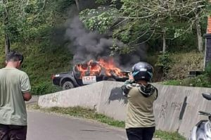 Mobil Mantan Pejabat Sidimpuan Sumut Hangus Terbakar di Tapsel