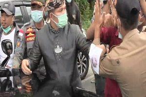 Demo di Lampung Utara Ricuh, Mobil Bupati Diadang Massa