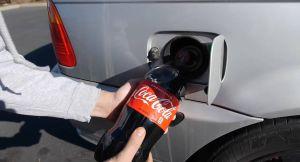 Edan, YouTuber ini Eksperimen Campur Coca-Cola dengan Bensin di Mobil BMW