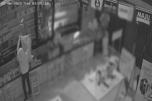 Miris! 4 Pencuri Jarah Toko Ponsel seperti Panen Raya, Lokasi 100 Meter dari Kantor Polisi