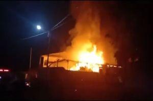 Api Berkobar di Wajo, 1 Rumah Panggung Berisi Bahan Makanan Ludes