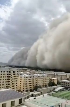 Banjir Belum Surut, Kota Dunhuang Hilang Terbungkus Badai Pasir