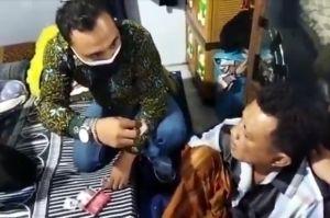 Kakek-kakek di Bangkalan Jadi Pengedar Narkoba, Ditangkap Saat Asyik Hisap Sabu