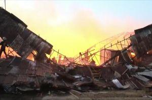 Kebakaran Hebat Landa Pabrik Pengolahan Kayu, Warga Panik Berhamburan Keluar Rumah
