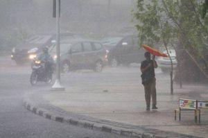 Hujan Disertai Petir Bakal Guyur Jakarta Malam Ini, BPBD: Waspadai Banjir dan Longsor