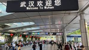 Sempat landai dari kasus COVID-19 terbaru, kini jutaan orang China mulai menjalani jam malam hari ini ketika negara itu terus bekerja untuk mengekang penyebaran infeksi Covid-19.