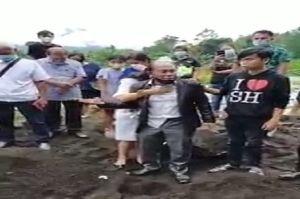 Video Keluarga Bongkar Kuburan Jenazah yang Diduga Positif COVID-19 Gemparkan Bitung