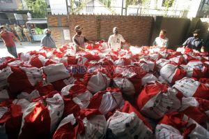Kemensos Salurkan 832 Paket Sembako di Kalibata