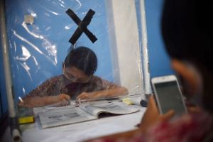 Dampak Pandemi Covid-19, Pelajar Ikuti PJJ di Balai Warga
