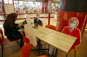 Uniknya Bersantap di Restoran dengan Pembatas Bergambar Kepala Negara