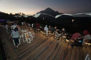 Jungle Cafe Trawas, Tempat Ngopi dengan Pemandangan Alam di Mojokerto