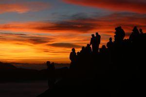 Tertutup untuk Wisatawan, Warga Tengger Leluasa Menikmati Keindahan Gunung Bromo