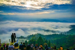 Berwisata ke Negeri Atas Awan Gunung Luhur, Mensyukuri Mahakarya Tuhan