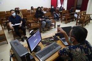 Melihat Pelaksanaan Perkuliahan Hybrid di Surabaya