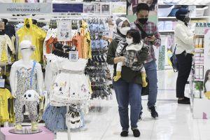 Anak-anak Kini Diperbolehkan ke Pusat Perbelanjaan