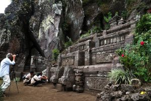 Megahnya Candi Kendalisada, Berdiri Kokoh Sejak Abad 15 di Lereng Gunung Bekel