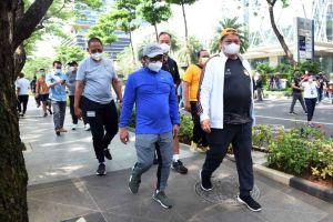 Airlangga Hartarto Jalan Santai Bareng Muhaimin Iskandar di Kawasan SCBD